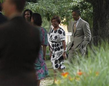 President Barack Obama (R) walks with first lady Michelle Obama (L) and her mother Marian Robinson (2nd R) to the home of Obama's adviser Valerie Jarrett in Chicago June 16, 2012. REUTERS/Jason Reed