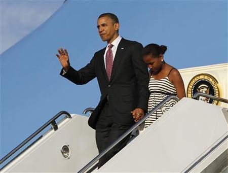 U.S. President Barack Obama and his daughter Sasha step off Air Force One in Chicago June 15, 2012. The first family arrived in their hometown for the Father's Day weekend. REUTERS/Jason Reed