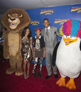 Cast member Jada Pinkett Smith (L) arrives for the premiere of ''Madagascar 3: Europe's Most Wanted'' with daughter Willow Camille Reign Smith and husband actor Will Smith (R), in New York June 7, 2012. REUTERS/Andrew Kelly