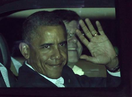 U.S. President Barack Obama waves from his car after landing at the airport in Los Cabos June 17, 2012. REUTERS/Henry Romero