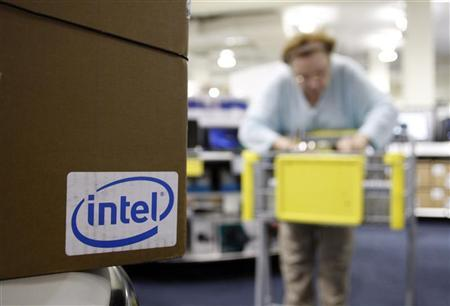The Intel logo is advertised on the side of a computer box as a customer pushes a shopping cart at an electronic store in Phoenix, Arizona November 4, 2009. REUTERS/Joshua Lott