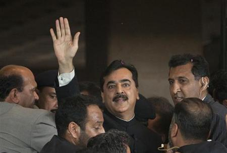 Pakistan's Prime Minister Yusuf Raza Gilani waves after arriving at the Supreme Court in Islamabad April 26, 2012. REUTERS/Faisal Mahmood/Files