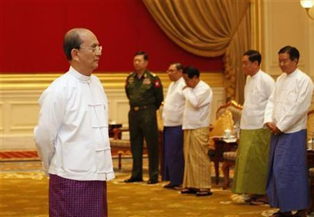 Myanmar President Thein Sein and ministers wait for United Nations Secretary-General Ban Ki-moon before their meeting at the Presidential Palace in Naypyitaw April 30, 2012. REUTERS/Soe Zeya Tun