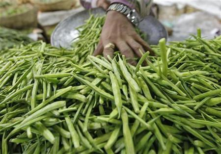 A vendor sells guar at a vegetable marcket in Ahmedabad April 16, 2012. REUTERS/Amit Dave/Files
