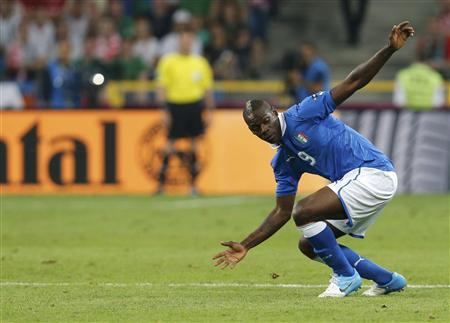 Italy's Mario Balotelli reacts during their Group C Euro 2012 soccer match against Ireland at the City stadium in Poznan, June 18, 2012. REUTERS/Tony Gentile