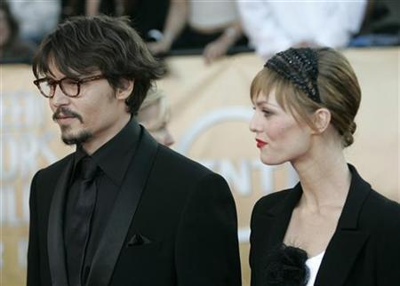 Actor Johnny Depp and girlfriend Vanessa Paradis arrive during the 11th annual Screen Actors Guild awards at the Shrine Auditorium in Los Angeles February 5, 2005. REUTERS/Fred Prouser/Files
