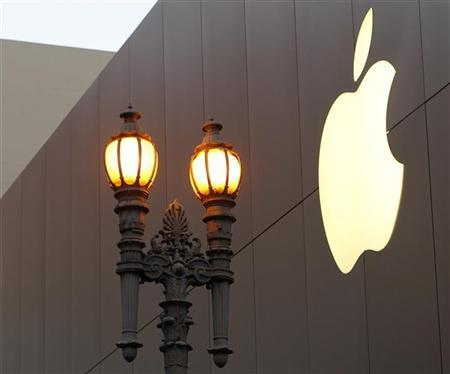 The Apple logo is shown prior to the initial sales of the new iPhone 4S at Apple's flagship retail store in San Francisco, California October 14, 2011. REUTERS/Robert Galbraith