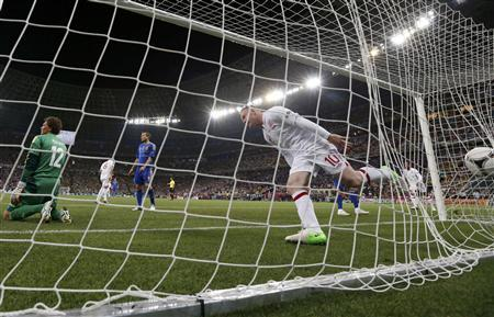 England's Wayne Rooney (C) celebrates after scoring against Ukraine during their Group D Euro 2012 soccer match at the Donbass Arena in Donetsk, June 19, 2012. REUTERS/Michael Buholzer