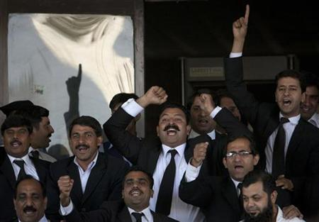 Lawyers chant slogans in favour of a decision by the Supreme Court of Pakistan outside the court building in Islamabad June 19, 2012. REUTERS/Faisal Mahmood