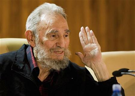 Former Cuban leader Fidel Castro attends a meeting with writers invited to the XXI International Havana Book Fair in this picture released by Cuban website Cubadebate in Havana February 10, 2012. REUTERS/Courtesy of Cubadebate/Alex Castro