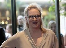 "Actress Meryl Streep poses at the Women In Film Los Angeles 2012 Crystal and Lucy Awards themed ""Power In Numbers"" in Beverly Hills, California June 12, 2012. REUTERS/Mario Anzuoni"