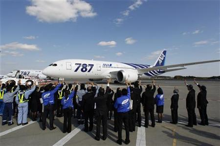 All Nippon Airways' (ANA) Boeing 787 Dreamliner aircraft prepares to take off as ANA employees send off it at Narita airport in Narita, east of Tokyo October 26, 2011. REUTERS/Issei Kato