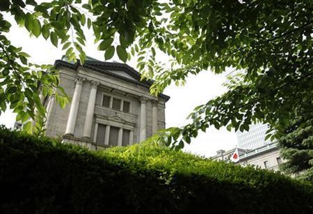 6月20日、参議院が政府の日銀審議委員人事案を承認し、2人の空席状態が続いていた日銀政策委員会が正常化する見通しとなった。写真は日銀本店。15日撮影(2012年 ロイター/Yuriko Nakao)