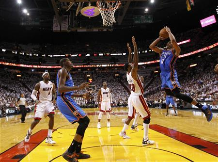 Oklahoma City Thunder guard Russell Westbrook (R) shoots in the second half against the Miami Heat during Game 4 of the NBA basketball finals in Miami, Florida, June 19, 2012. REUTERS/Mike Ehrmann/POOL