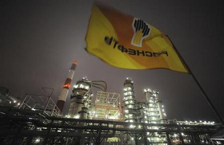 Flag with the logo of Rosneft, Russia's largest oil company, flutters over the Novokuibyshevsk refinery near the city of Samara, October 28, 2010. REUTERS/Nikolay Korchekov