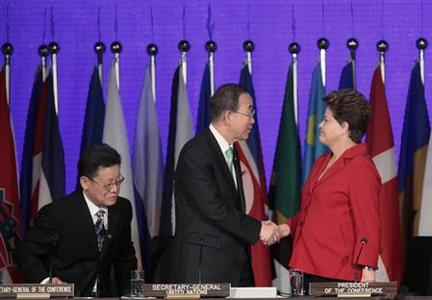 UN Secretary-General Ban Ki-Moon (C) shakes hands with Brazil's President Dilma Rousseff (R) as Sha Zukang, secretary-general of the Rio +20 looks on at the opening of the Rio+20 United Nations sustainable development summit in Rio de Janeiro June 20, 2012. REUTERS/Sergio Moraes