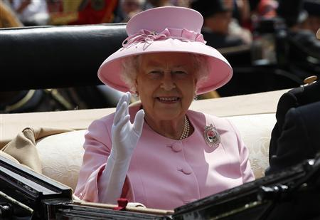Britain's Queen Elizabeth waves as she arrives to attend the second day of racing at Royal Ascot in southern England June 20, 2012. REUTERS/Stefan Wermuth