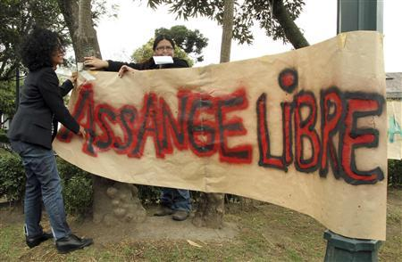 People put up a banner that reads ''Free Assange'' during a demonstration to support Julian Assange in his asylum request to Ecuador, in Quito June 20, 2012. REUTERS/Stringer