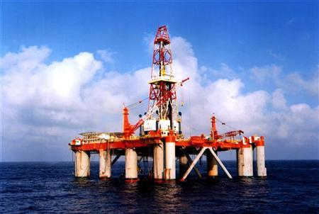 China National Offshore Oil Corporation's (CNOOC) oil rig in China's South Sea is seen in this photograph taken February 2, 2004. REUTERS/China Newsphoto