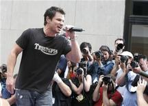 Nick Lachey performs on NBC's 'Today Show' in New York, July 3, 2006. REUTERS/Brendan McDermid
