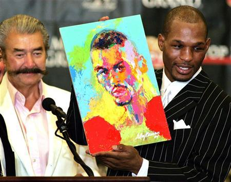 Undisputed middleweight champion Bernard Hopkins (R) holds up a portrait of himself painted by artist LeRoy Neiman (L) during a post-fight press conference at the MGM Grand Garden Arena in Las Vegas, Nevada September 18, 2004. REUTERS/Ethan Miller SM/DL