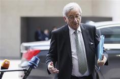 <p>La Grèce a rassuré ses partenaires de l'Eurogroupe sur sa situation financière et le nouveau gouvernement devrait inviter dès lundi les bailleurs de fonds internationaux à se rendre à Athènes, a déclaré le président du groupe, Jean-Claude Juncker, jeudi à l'issue d'une réunion des 17 à Luxembourg. /Photo prise le 21 juin 2012/REUTERS/François Lenoir</p>