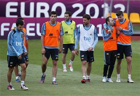 Spain's national soccer players attend a training session for the Euro 2012 in Gniewino June 20, 2012. REUTERS/Juan Medina