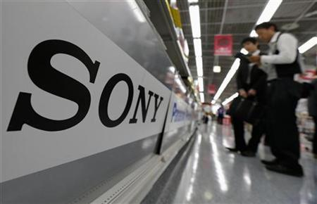 A Sony logo is seen as customers look at Sony's digital cameras at an electronic shop in Tokyo May 10, 2012. REUTERS/Kim Kyung-Hoon