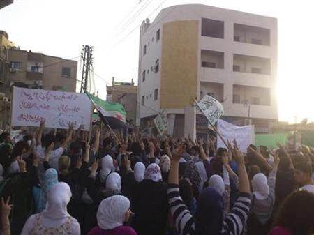 Demonstrators protest against Syria's President Bashar al-Assad in Barza near Damascus June 20, 2012. Picture taken June 20, 2012. REUTERS/Shaam News Network/Handout