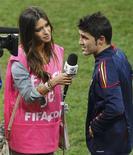 <p>Iker Casillas avait célébré le titre de champion du monde de l'Espagne en 2010 en embrassant sa petite amie journaliste Sara Carbonero en pleine interview à la télévision. En cas de sacre européen cette année, le gardien espagnol a prévenu qu'il embrasserait le chevronné correspondant de Cadena Ser Jose Ramon De la Morena. /Photo d'archives/REUTERS/Rogan Ward</p>