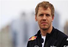 Piloto da F1 Sebastian Vettel observa durante uma coletiva de imprensa após dar uma volta de teste no percurso do Grande Prêmio da América em Port Imperial em Weehawken, Nova Jersey. 11/06/2012 REUTERS/Shannon Stapleton
