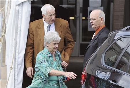 Former Penn State assistant football coach Jerry Sandusky (L) leaves the Centre County Courthouse with his wife Dottie Sandusky while the jury deliberates his child sex abuse trial in Bellefonte, Pennsylvania June 22, 2012. REUTERS/Pat Little