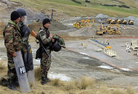 Police officers guard machinery of Newmont's proposed $4.8 billion Conga gold mine to protect it from protesters near the Cortada lagoon in the Andean region of Cajamarca November 24, 2011. REUTERS/Enrique Castro-Mendivil