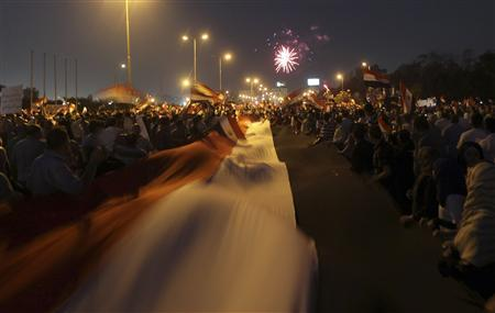A general view shows fireworks as supporters of former prime minister and current presidential candidate Ahmed Shafik shout slogan against the Muslim Brotherhood's presidential candidate Mohamed Morsy as they cheer for the Supreme Council for the Armed Forces (SCAF) in Cairo June 23, 2012. REUTERS/Amr Abdallah Dalsh