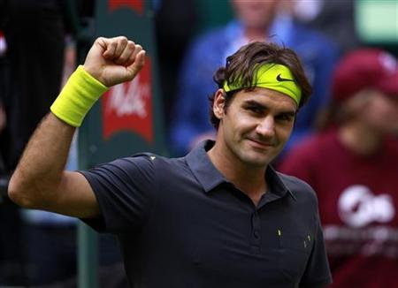 Roger Federer of Switzerland celebrates after his match against Milos Raonic of Canada at the Halle Open ATP tennis tournament in Halle June 15, 2012. REUTERS/Ina Fassbender