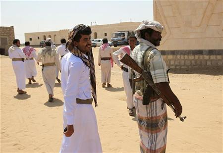 Tribesmen walk in Wadi Abida, in the eastern Yemeni province of Maarib October 14, 2010. REUTERS/Khaled Abdullah