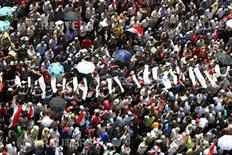 Supporters of Muslim Brotherhood's presidential candidate Mohamed Morsy carry mock coffins during a rally at Tahrir Square in Cairo June 24, 2012. REUTERS/Ahmed Jadallah