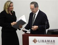Linamar Corporation Chairman Frank Hasenfratz hands over the podium to Chief Executive Officer Linda Hasenfratz (L) during the annual general meeting of shareholders in Guelph May 11, 2010. REUTERS/ Mike Cassese