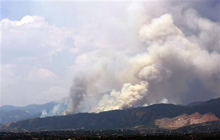 Colorado fire near Pikes Peak forces 11,000 from homes | Reuters