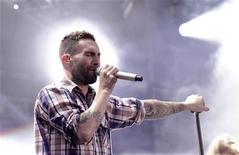 Adam Levine do Maroon 5 se apresenta no show Wango Tango em Carson, Califórnia. 12/05/2012 REUTERS/Mario Anzuoni