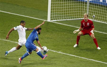 Italy's Antonio Nocerino (C) attempts to score against England's Glen Johnson (L) and goalkeeper Joe Hart reacts during their Euro 2012 quarter-final soccer match at the Olympic Stadium in Kiev, June 24, 2012. REUTERS/Michael Dalder
