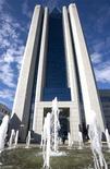 Штаб-квартира Газпрома в Москве, 27 июня 2008 года. Российская экспортная монополия Газпром, критикуемая европейскими покупателями газа за нежелание отказываться от привязанных к цене на нефть долгосрочных контрактов, заявила, что не будет менять долю биржевых котировок в экспорте. REUTERS/Sergei Karpukhin