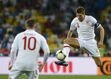 England's Steven Gerrard (R) controls the ball next to team mate Wayne Rooney during their Euro 2012 quarter-final soccer match against Italy at the Olympic Stadium in Kiev, June 24, 2012. REUTERS/Nigel Roddis