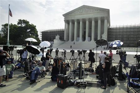 Members of the media gather for a stakeout in front of U.S. Supreme Court in Washington June 25, 2012. REUTERS/Yuri Gripas