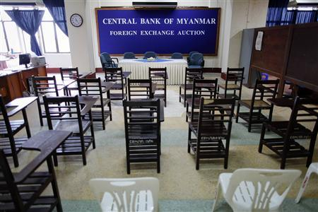 Chairs are lined-up for the morning meeting at a room for daily foreign exchange auctions at Myanmar's central bank in Yangon May 25, 2012. REUTERS/Damir Sagolj