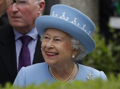 Britain's Queen Elizabeth smiles after she attended a Service of Thanksgiving at Saint Macartin's Cathedral in Ennniskillen, Northern Ireland June 26, 2012. REUTERS/David Moir