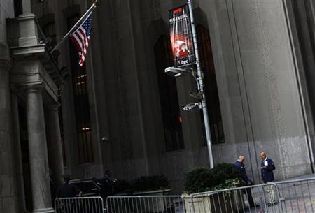 Traders stand outside the New York Stock Exchange August 8, 2011. REUTERS/Shannon Stapleton