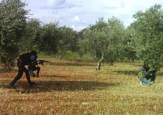 صور احرار سوريا 2013 - الجيش السورى الحر 2013 - ثوار سوريا 2013 ?m=02&d=20120626&t=2&i=623350393&w=&fh=&fw=&ll=700&pl=390&r=2012-06-26T165504Z_07_GM1E84F07QT01_RTRRPP_0_SYRIA