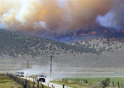 Fire crew retreat from part of the Wood Hollow Fire north of Fairview, Utah, June 26, 2012. REUTERS/George Frey