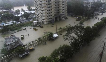 A street is seen submerged by flood water in Chittagong June 26, 2012. REUTERS/Stringer